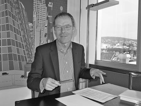 Finanzvorsteher Daniel Leupi kann zufrieden sein – dennoch gab er sich am Dienstag Mühe, den positiven Abschluss nicht zu rosarot zu sehen. Bild: P.S.-Archiv/Nicole Soland