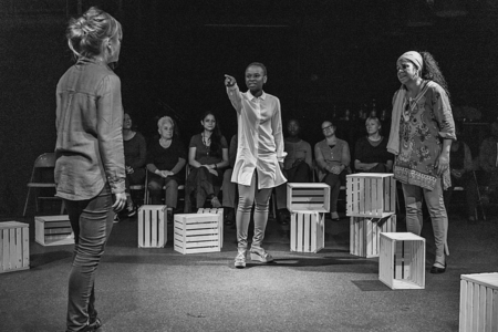 Hier wird nicht einfach interkulturelles Theater gespielt: Szene aus «Die Fremde – ein Medea projekt» des Maxim Theaters. (Bild: Heidi Arens)