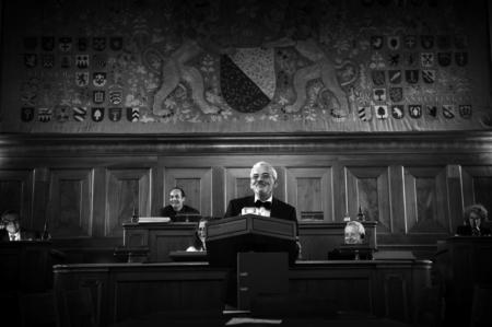 Niklaus Scherr in Aktion: Um die Alterspräsidentenrede 2014 zu halten, riskierte er Anzug und Fliege. Bild: Reto Oeschger