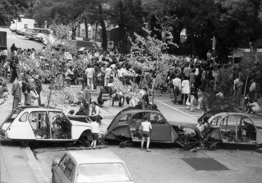 Ein Bild von der Ein Bild von der Sperrung der Hohlstrasse zwischen den Schulhäusern 1979. Von Hannes Lindenmeyer